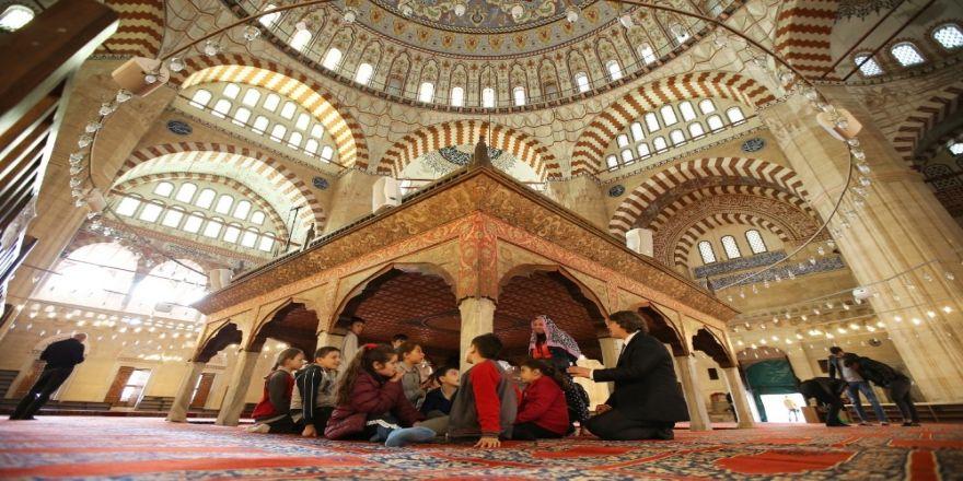 Trakya Üniversitesinin 'Gönül Elçileri-çocuk Akademisi' Projesi