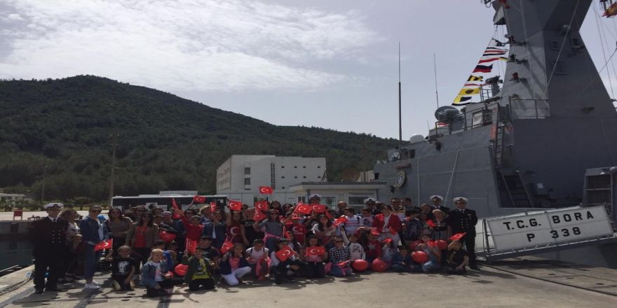 Miniklerden Deniz Kuvvetlerine Sevgi Seli