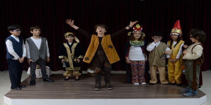 Minik Tiyatroculardan Drama Gösterisi