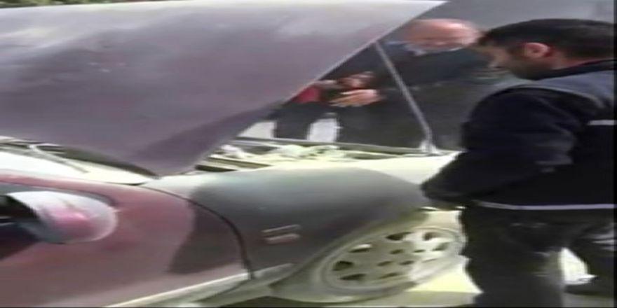 Otomobil Bir Anda Yandı, Müdahale Esnaftan Geldi