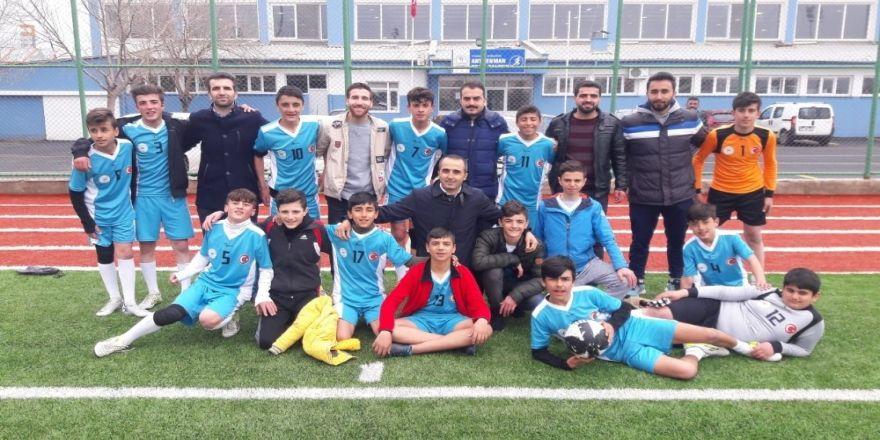 Kulp Barış Ortaokulu, Futbolda Türkiye Yarı Finallerinde Yarışacak