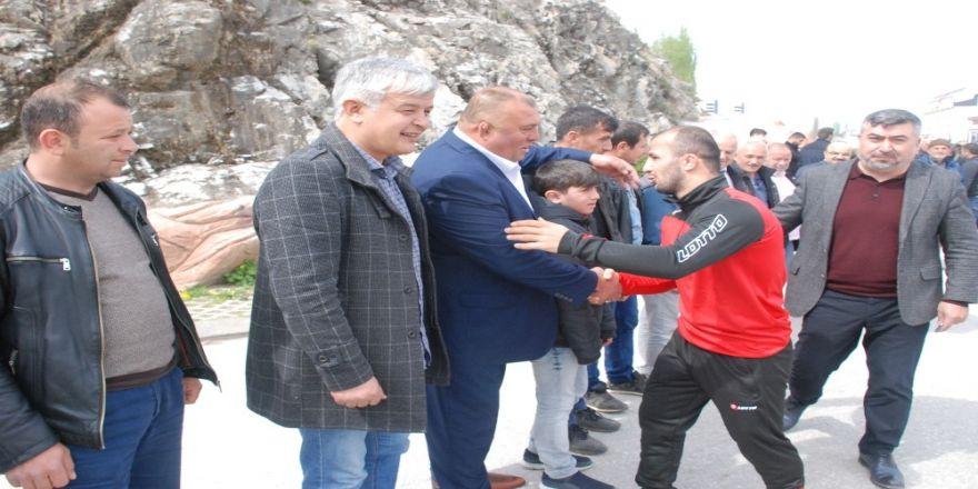Avrupa Şampiyonu Güreşçi Davul Zurnalarla Karşılandı