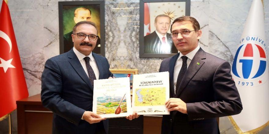 Büyükelçi Amanlıyev'den Rektör Gür'e Ziyaret