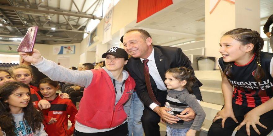 Başkan Akın'dan Küçük Basketbolculara Destek