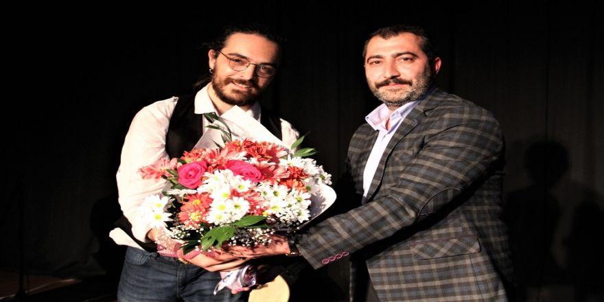 Genç Sanatçı Ozan Turhal Kartal'da Sahne Aldı