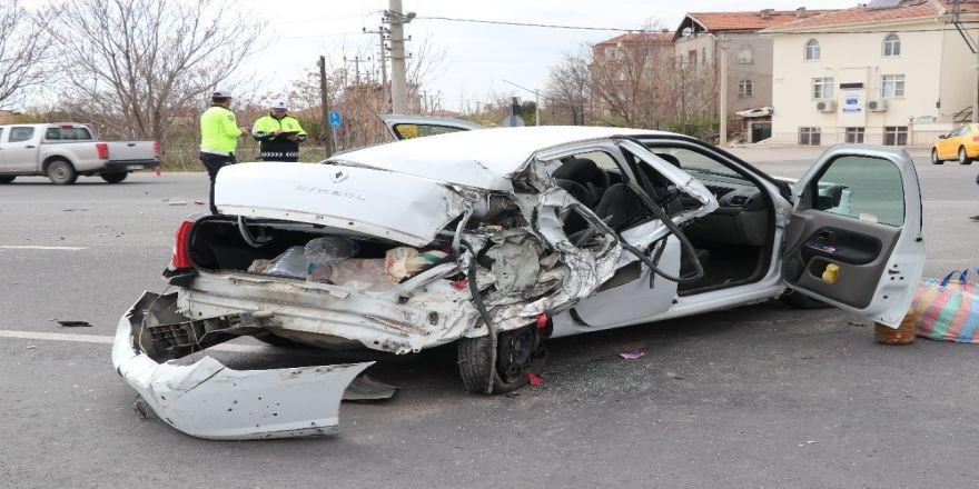 Aksaray'da Tır İle Otomobil Çarpıştı: 3 Ağır Yaralı