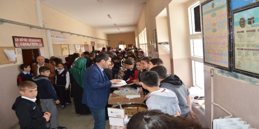 Besni'de İhtiyaç Sahibi Öğrenciler Yararına Kermes Düzenlendi
