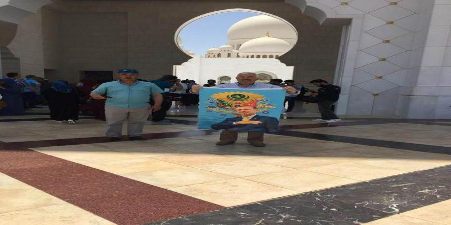 Dubai'de Erdoğan Posterine Gözaltı