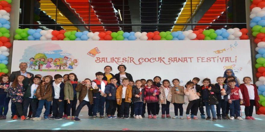 Balıkesir'de Çocuk Sanat Festivali Devam Ediyor