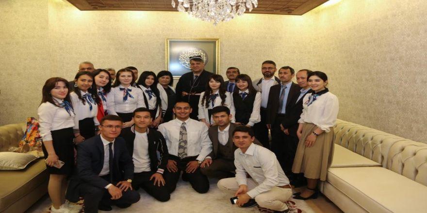 Rektör Polat, Özbek Öğrencilerle Bir Araya Geldi