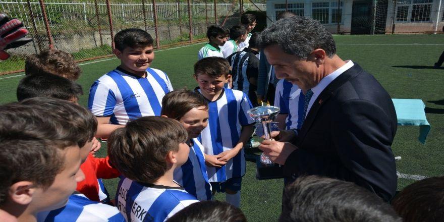 Şampiyonlar Kupasını Başkan Kaya'nın Elinden Aldılar
