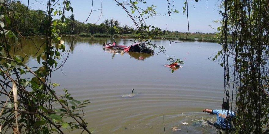 Helikopter gölete düştü: 3 ölü