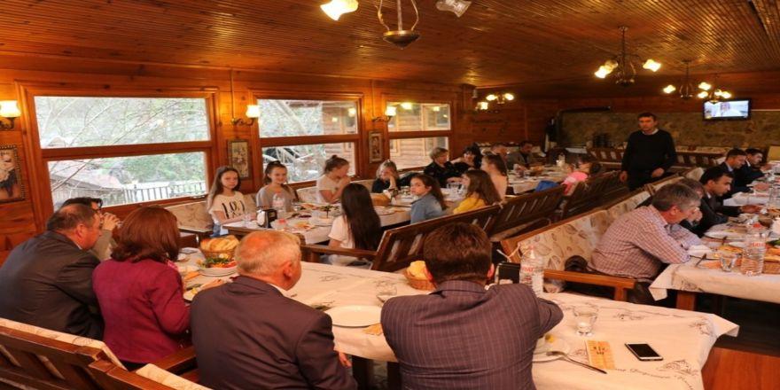 Başkan Köse, Misafir Öğrencilerle Yemekte Buluştu