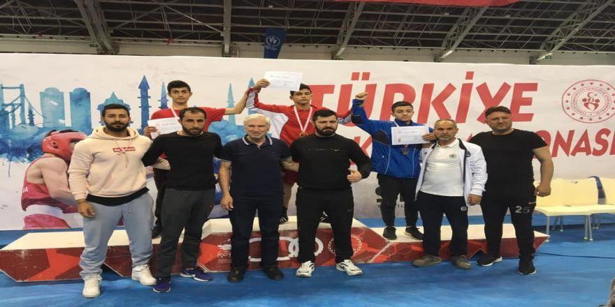 Demir Yumruklu Boksörü Mersinden Türkiye Şampiyonluğu İle Döndü