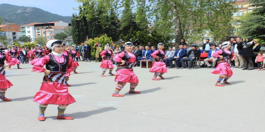 Osmaneli Atatürk Orta Okulunda Tübitak 4006 Bilim Fuarı Düzenledi