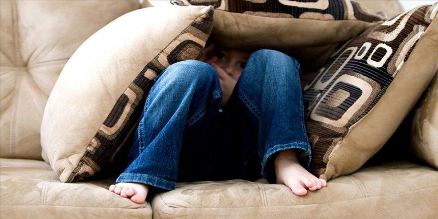 Dört yetişkinden biri çocukken fiziksel şiddet görmüş