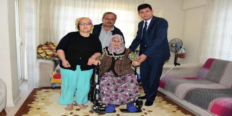 Başkan Özcan, Raziye Teyzenin Duasını Aldı