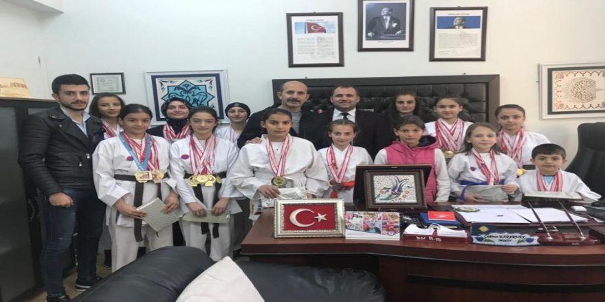 Dereceye Giren Karateciler Ödüllendirildi
