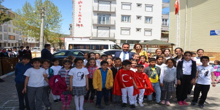 Başkan Yıldırım'a Çocuklardan Yoğun İlgi