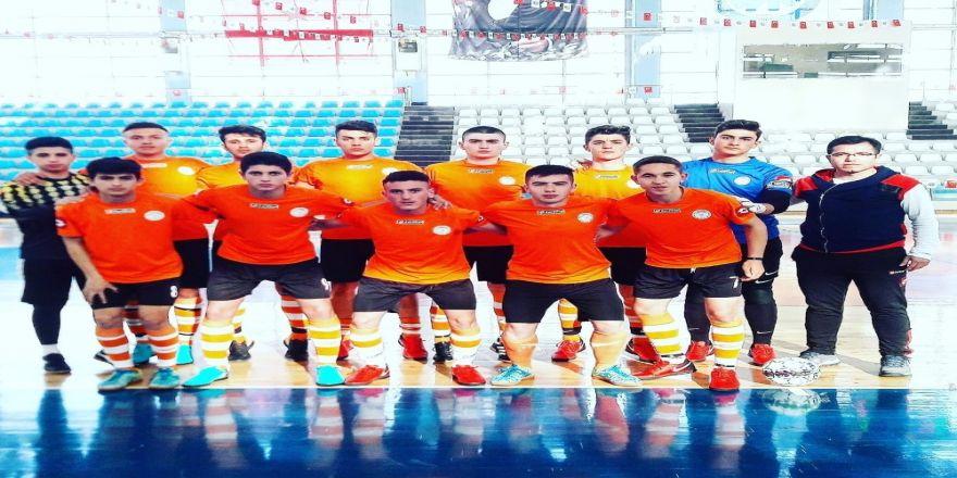 Arif Molu Teknik Ve Endüstri Meslek Lisesi Futsal Takımı Yarı Finalde