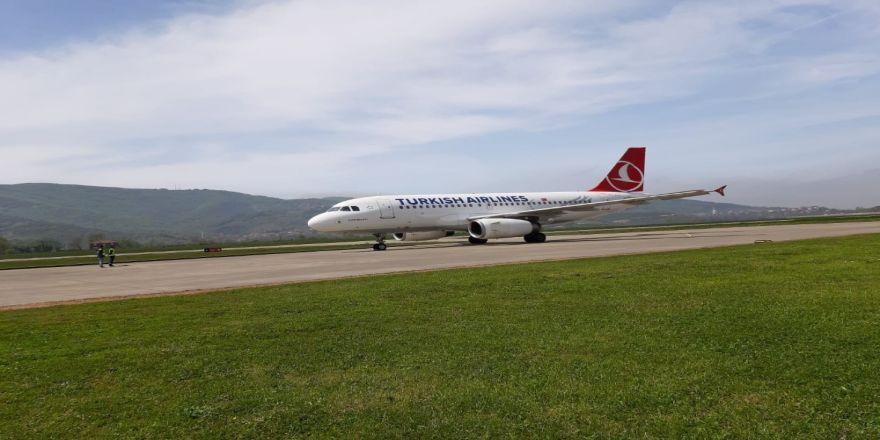 Thy'nin Yolcu Uçağı Zonguldak Havalimanı'na Test Uçuşu Yaptı