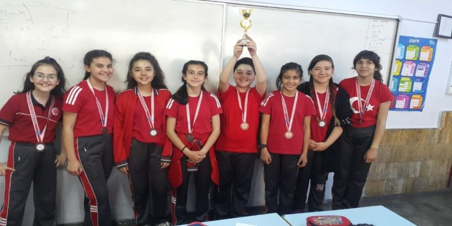 Denizli'de 'Okullar Arası Küçükler Tenis Turnuvası' Sona Erdi