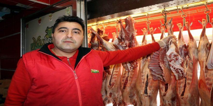 Tavuk Uçtu, Balık Ve Kırmızı Et Tutunmaya Çalışıyor