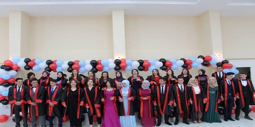 Lise Son Sınıf Öğrencileri İçin Mezuniyet Töreni