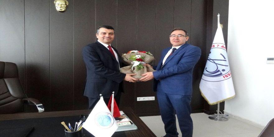Fen Edebiyat Fakültesi Dekanlığında Devir Teslim Yapıldı