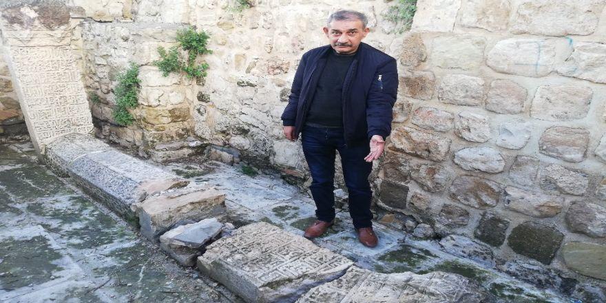 Mardin'de Tarihi Mezarlar Tahrip Edildi