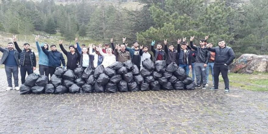 Develi'de Ülkü Ocakları Çevre Temizliği Yaptı