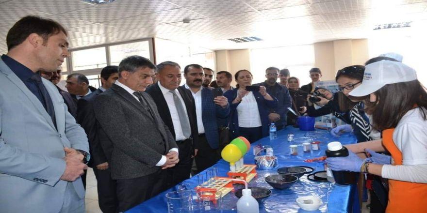 Tatvan'da Tübitak 4006 Bilim Fuarları Düzenlendi