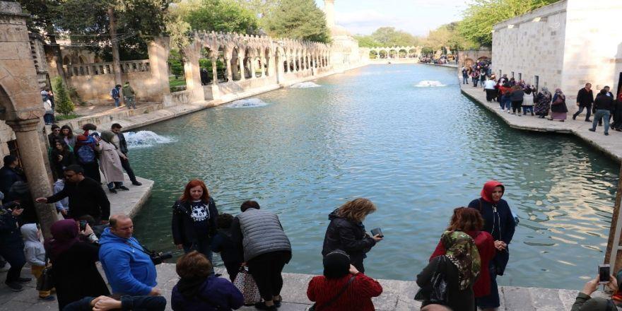 Baharın Cazibesi Balıklıgöl'e Akın Ettirdi