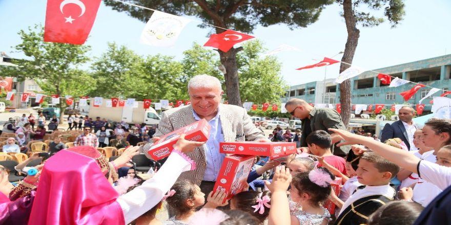 Başkan Atay, Umurlu'ya Çocuk Şenliğiyle Geldi