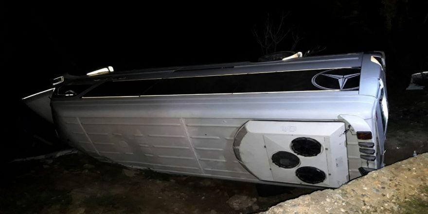 Turistleri Taşıyan Minibüs Nemrut Dağı Yolunda Kaza Yaptı: 12 Yaralı