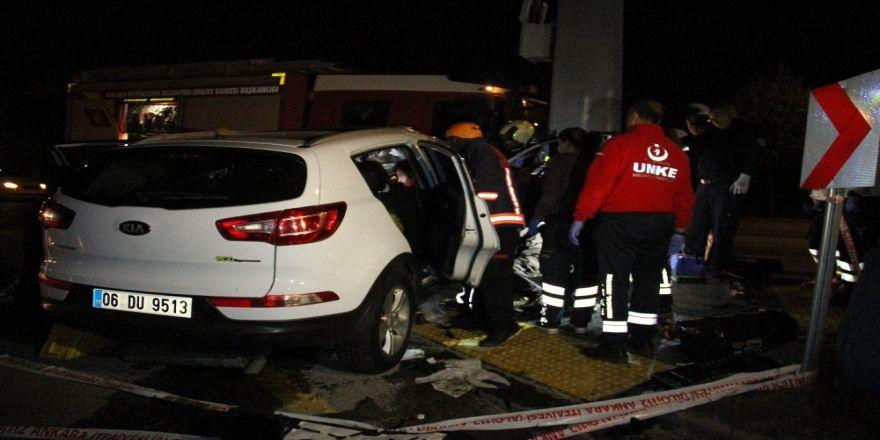 Araçta sıkışan kadına iki saatlik kurtarma operasyonu kurtarıldı