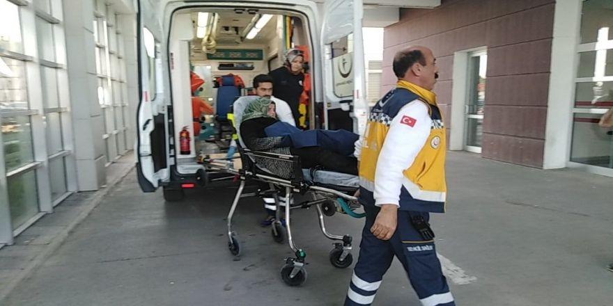 Ayağının Üzerinden Otomobil Geçen Genç Kız Yaralandı