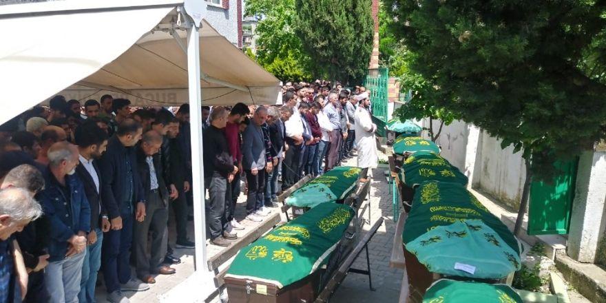 Kahreden kazada ölen 7 kişi için cenaze namazı