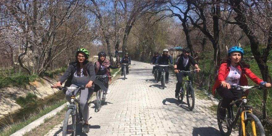 Van'da 'Gençlik Tarihe Pedallıyor' projesi