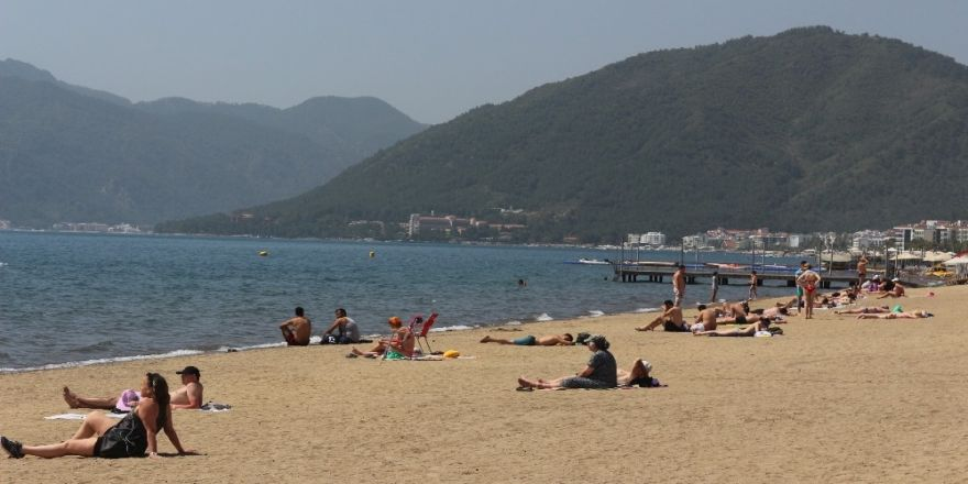 Marmaris'te plajlar hareketlendi