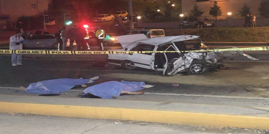 2 otomobilin çarpıştığı kazada 2 kişi öldü
