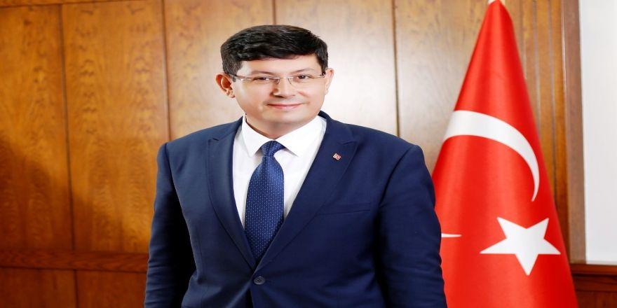 Özcan, 1 Mayıs Emek ve Dayanışma Günü'nü kutladı