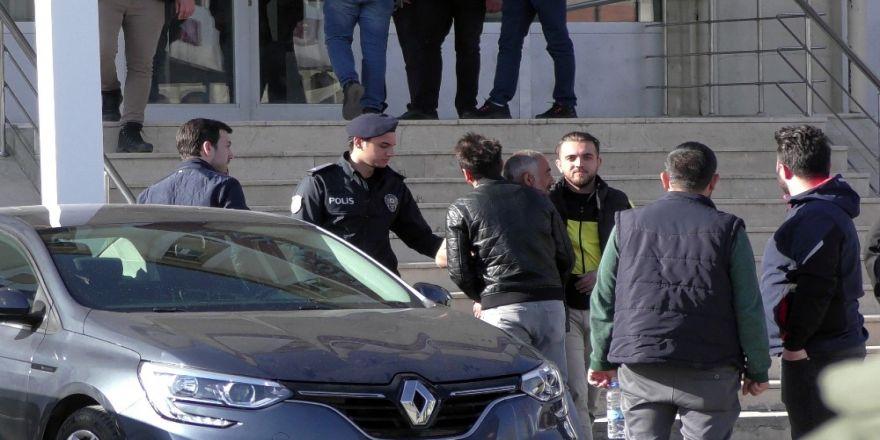 Ardahan'da 8 Yaşındaki Kızı Taciz Ettiği İddia Edilen Zanlı Tutuklandı