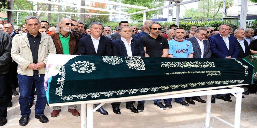 Ahmet Ağaoğlu'ndan kayınvalidesine son görev