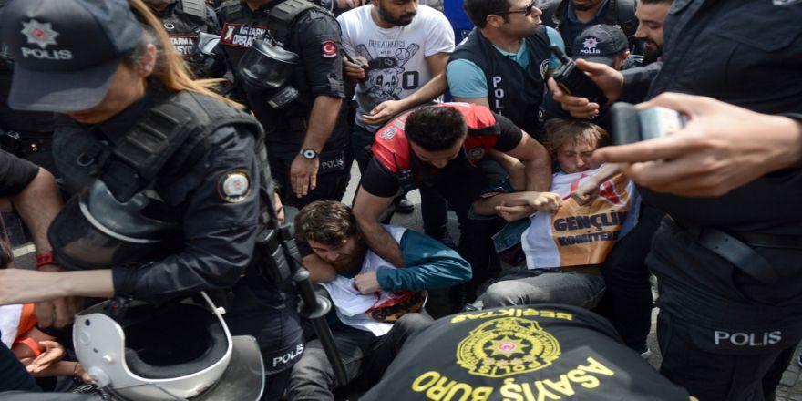 Beşiktaş'tan Taksim'e Yürümek İsteyen Gruba Polis Müdahale Etti