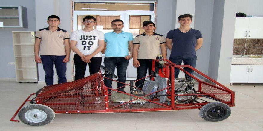 Öğrenciler Proje Ödevleri İçin Motorlu Araç Üretti