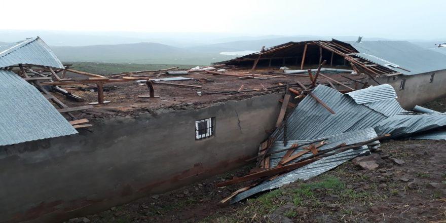 Fırtına Çatı Uçurdu