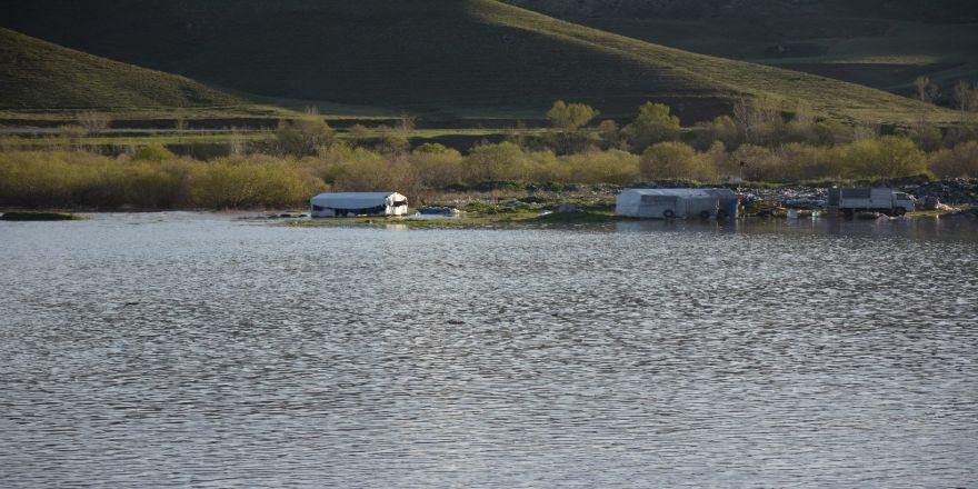 Tercan Baraj Göleti taştı