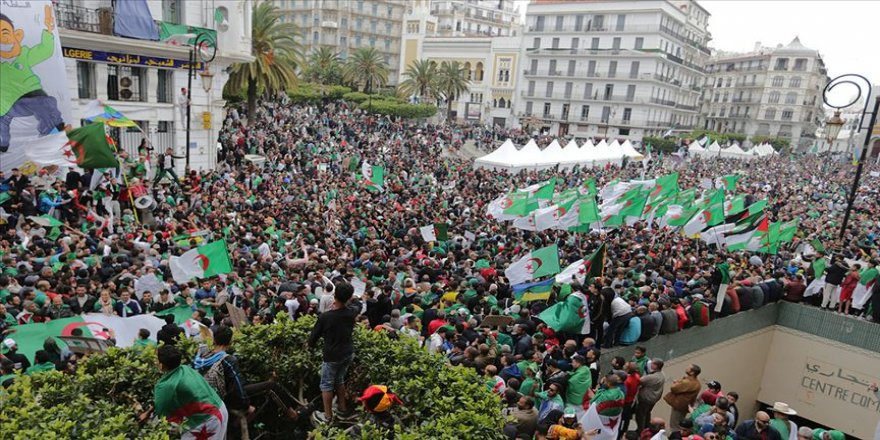 Cezayir'de 'Buteflika rejiminin temsilcileri' protesto edildi
