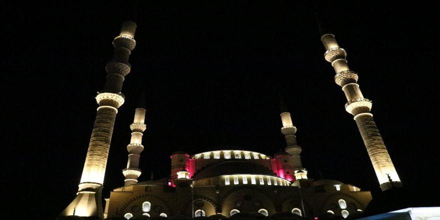 Abdülhamit Han Camii'nde İlk Teravih